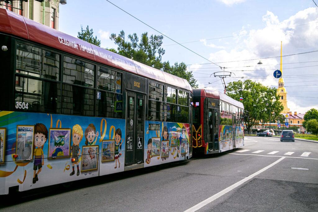 Трамвай с детскими рисунками-2020 отправился в первый рейс